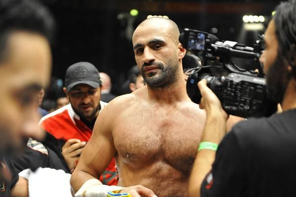 Badr Hari surroneded by his crew and press.
